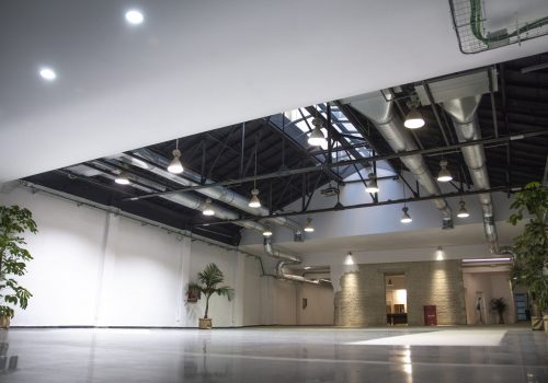 Downtown eventos plato showroom sala grande 5